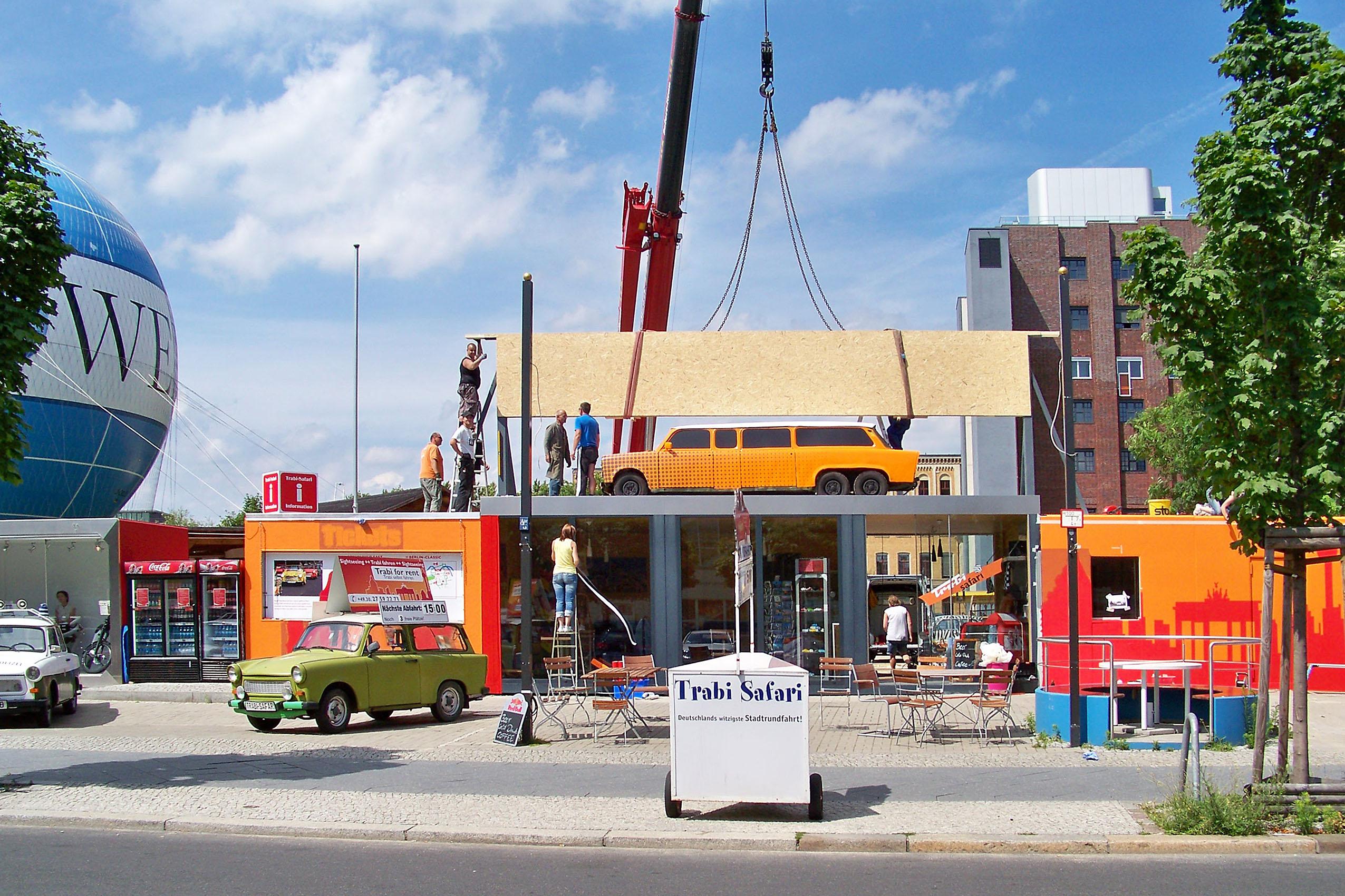 Trabi World Berlin | Montagen | Holzträger 11m freitragend