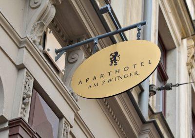 Aparthotel am Zwinger | Metallschild | beleuchtet